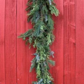 Holiday Trio Garland